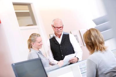 Herz-Kreislauf-Erkrankungen - Köln-Bayenthal - Diekmann - am Empfang der Praxis