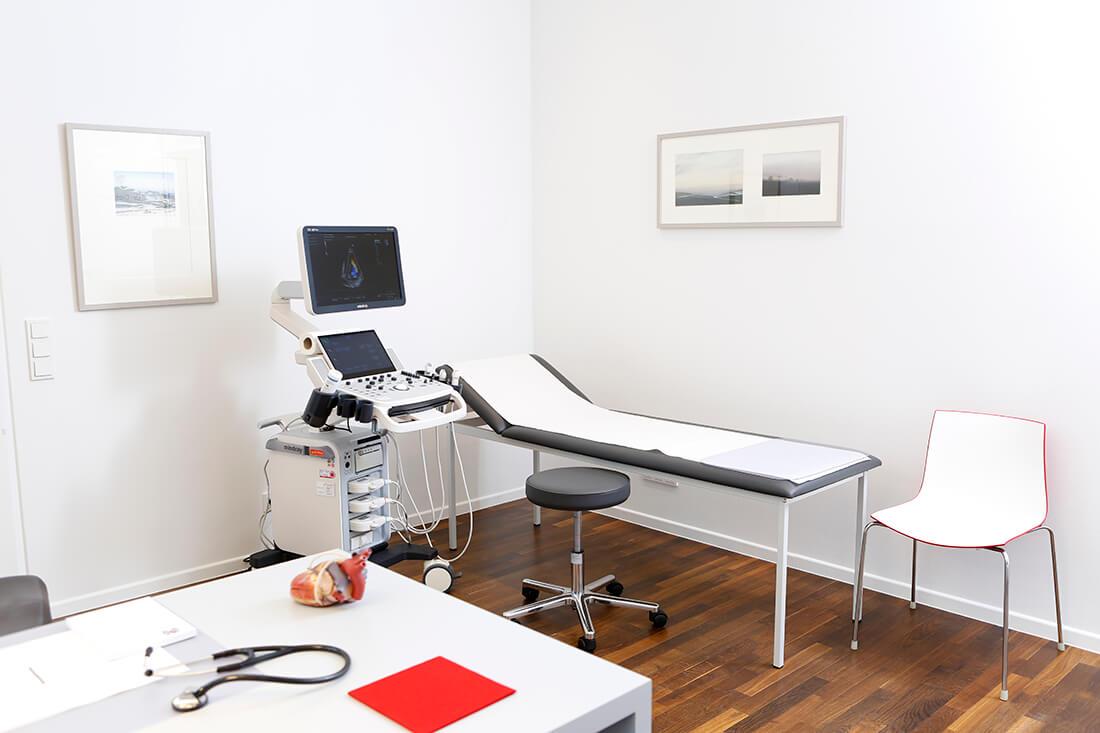 Herz-Kreislauf-Erkrankungen - Köln-Bayenthal - Diekmann - ein Behandlungszimmer unserer Praxis